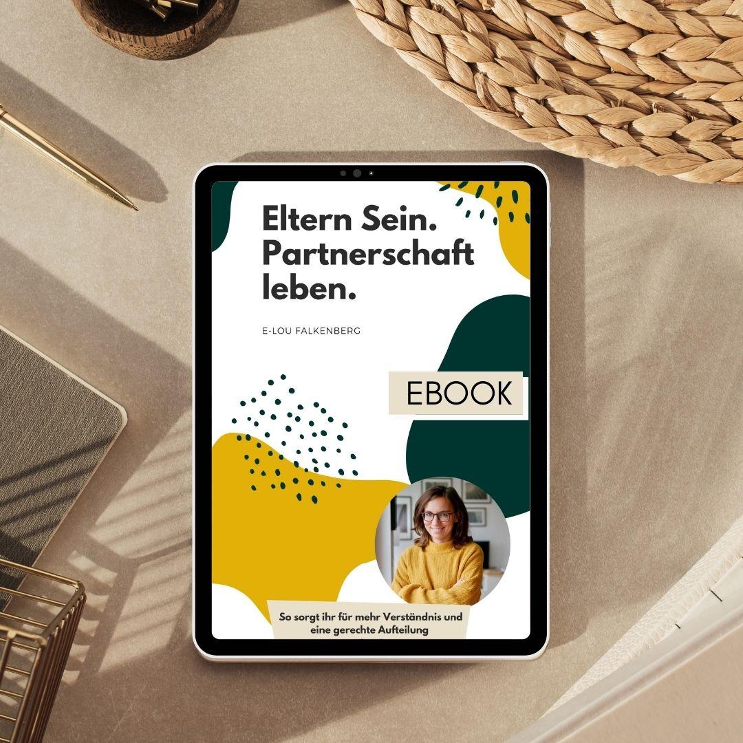 Flatlay beige, Tablet mit Ebook Cover